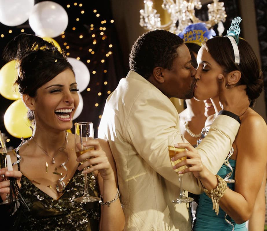 How To Enjoy New Year's Eve When You're Single AF
